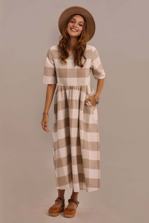 Taupe Half Sleeve Round Neck Gathered Waist Plaid Maxi Dress With Pocket